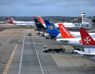airlines flying from Gatwick airport