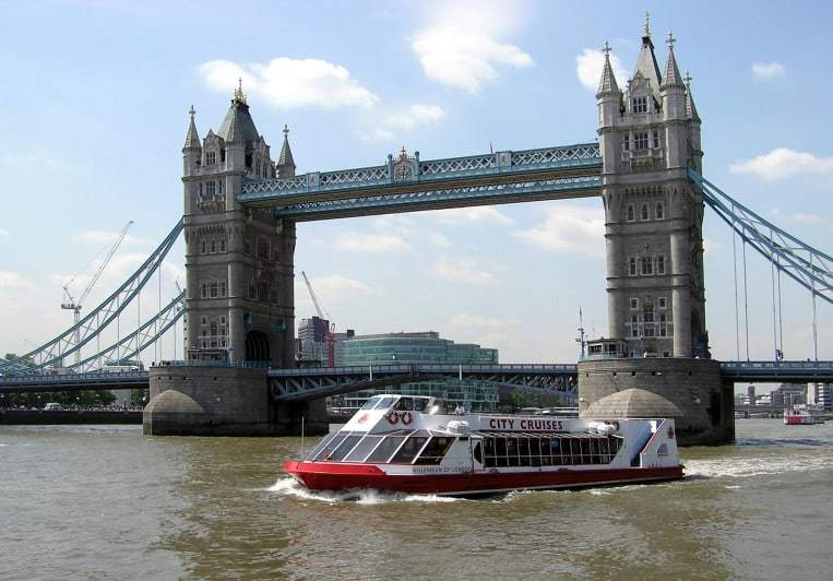 Thames river boat cruises