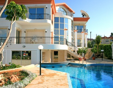 Are villas better than hotels for family holidays?