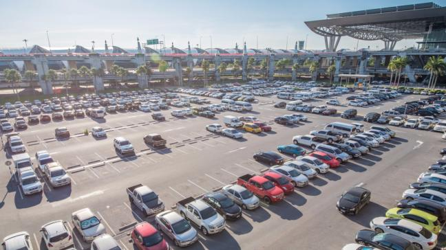 Airport parking pros and cons